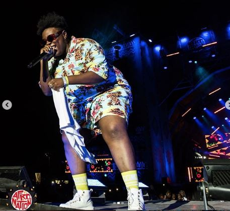 I for come meet you where you dey by teni