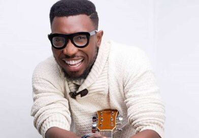 Watch Timi Dakolo Surprise Eight Brides with free performance at their Wedding in Abuja